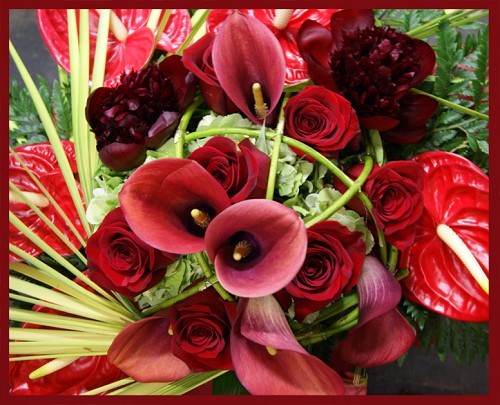 Bouquet passione astratta rose anthurium calle peonie for Anthurium rosso